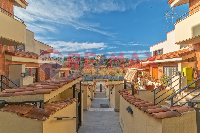 Villa a Schiera in vendita a Roma, 4 locali, zona Zona: 38 . Acilia, Vitinia, Infernetto, Axa, Casal Palocco, Madonnetta, prezzo € 199.000 | CambioCasa.it