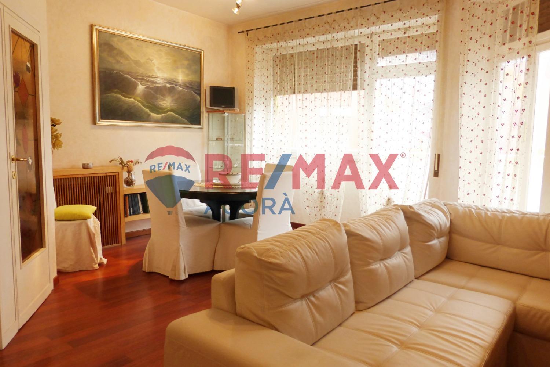Appartamento in vendita a Roma, 4 locali, zona Zona: 22 . Eur - Torrino - Spinaceto, prezzo € 289.000   CambioCasa.it