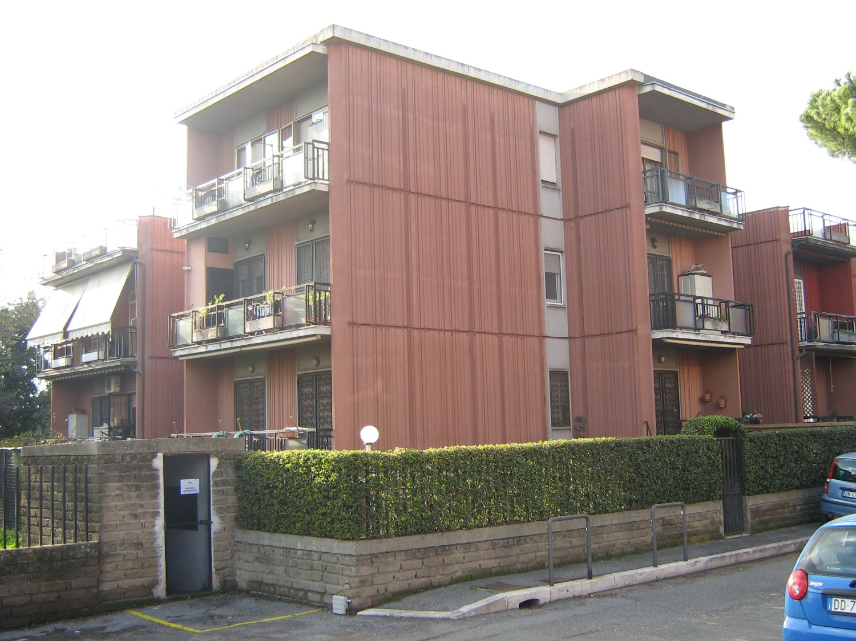 Appartamento in vendita a Roma, 6 locali, zona Zona: 36 . Finocchio, Torre Gaia, Tor Vergata, Borghesiana, prezzo € 295.000 | CambioCasa.it
