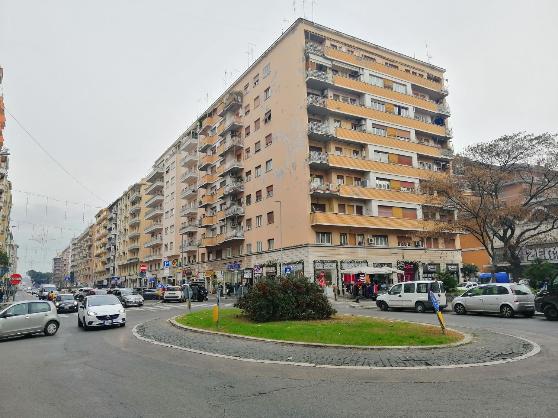 Negozio / Locale in affitto a Roma, 1 locali, zona Zona: 3 . Trieste - Somalia - Salario, prezzo € 4.400 | CambioCasa.it