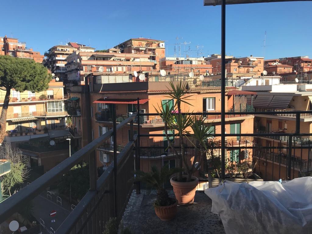 Appartamento in vendita a Roma, 2 locali, zona Zona: 23 . Portuense - Magliana, prezzo € 210.000 | CambioCasa.it