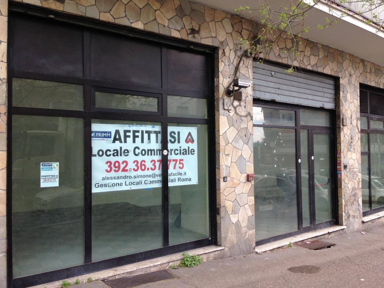 Negozio con tre vetrine a roma for Locali c1 affitto roma