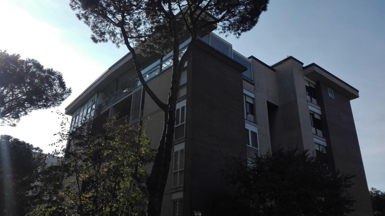 Appartamento in vendita a Roma, 4 locali, zona Zona: 22 . Eur - Torrino - Spinaceto, prezzo € 415.000   CambioCasa.it