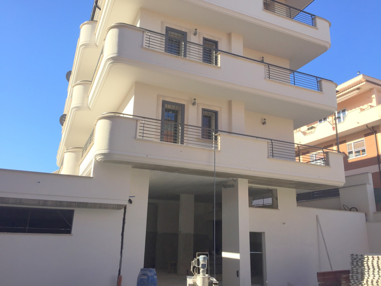 Magazzino in affitto a Roma, 9 locali, zona Zona: 36 . Finocchio, Torre Gaia, Tor Vergata, Borghesiana, prezzo € 2.900   CambioCasa.it