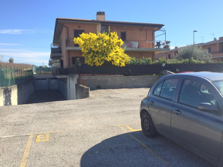 Lanuvio Campoleone -  Box 3 locali € 34.000 T323