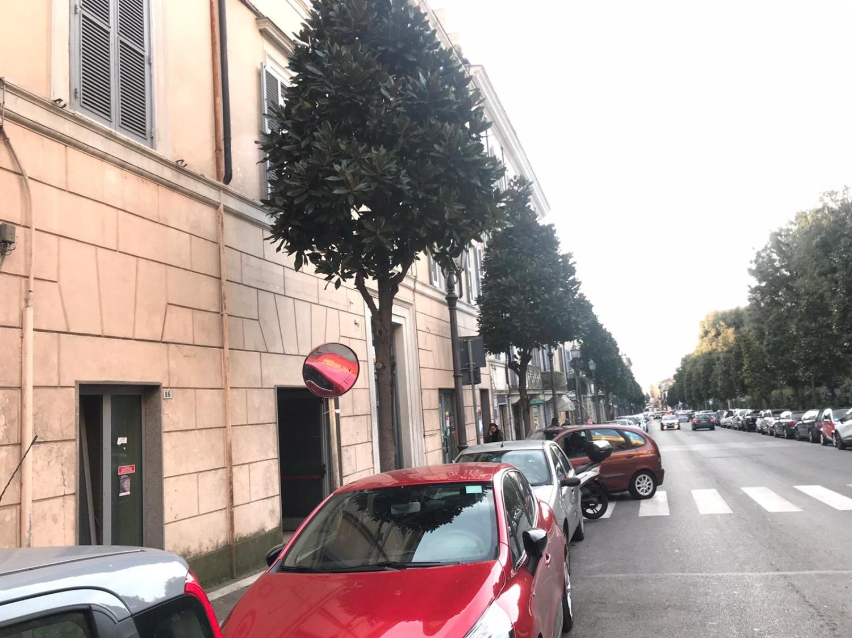 ALBANO LAZIALE -  Negozio 4 locali € 2.500 NA401
