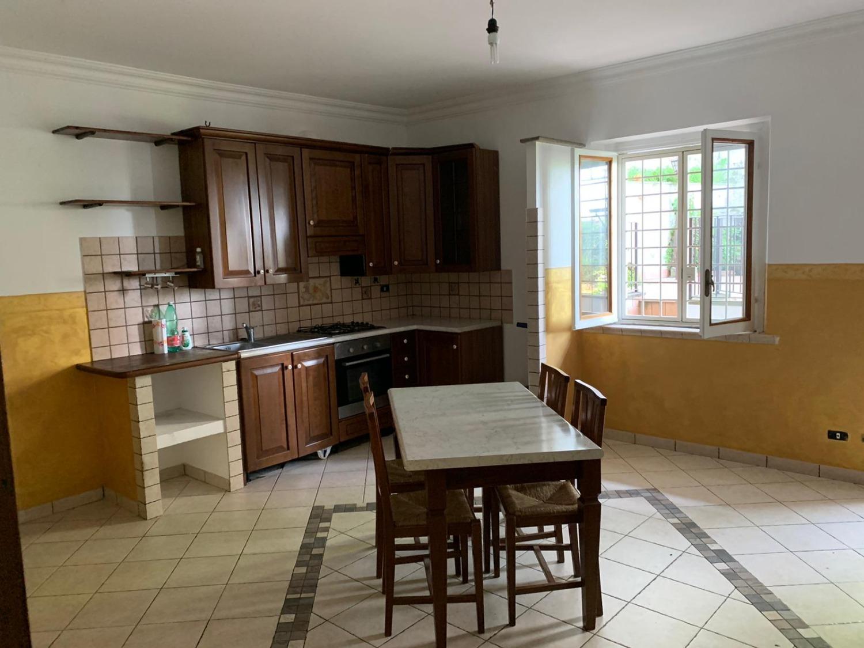 ROCCA DI PAPA -  Appartamento 3 locali € 69.000 T352