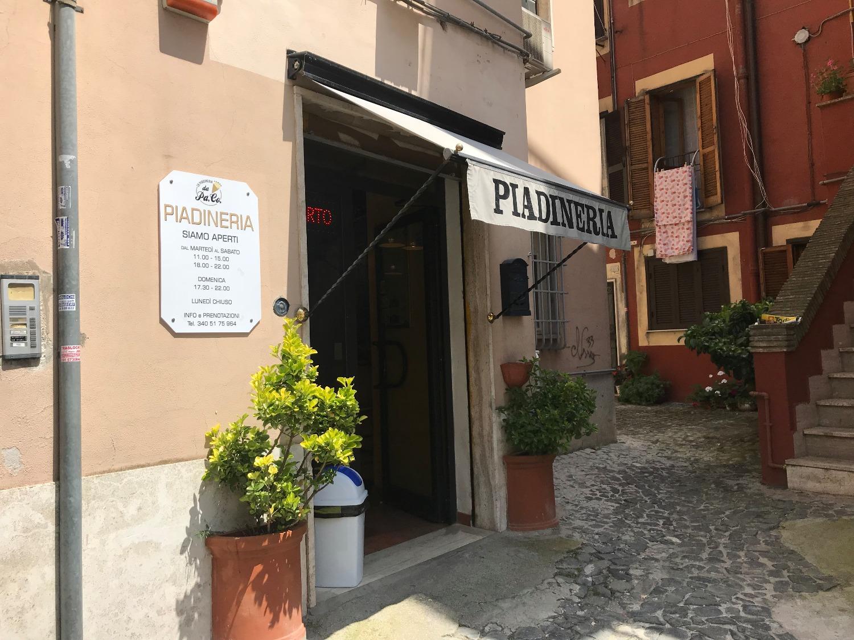 Albano Laziale- Centro- Locale con canna fumaria