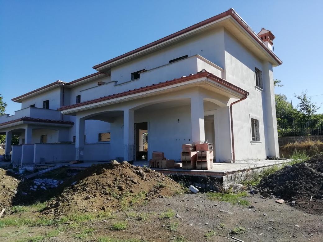 GROTTAFERRATA -  Villa 7 locali € 495.000 T708