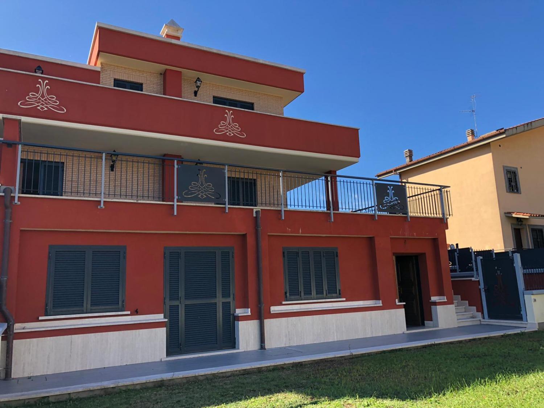 ROMA-  Villa 7 locali € 450.000 T705