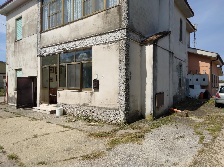 Pomezia -   4 locali  € 120.000 T421
