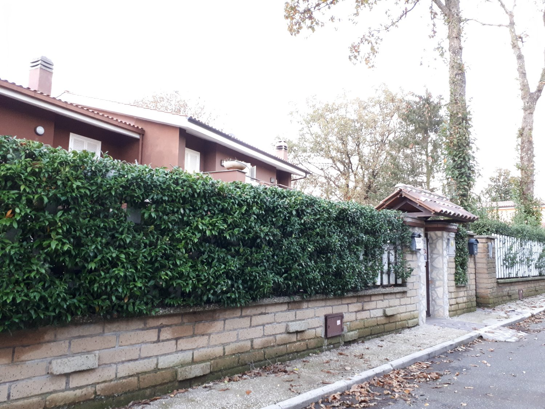 Villa in vendita a Ariccia, 7 locali, prezzo € 340.000 | CambioCasa.it