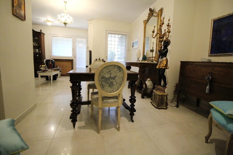 Appartamento in vendita a Roma, 5 locali, zona Zona: 22 . Eur - Torrino - Spinaceto, prezzo € 425.000 | CambioCasa.it