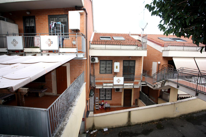Villa a Schiera in vendita a Roma, 2 locali, zona Zona: 22 . Eur - Torrino - Spinaceto, prezzo € 198.000 | CambioCasa.it