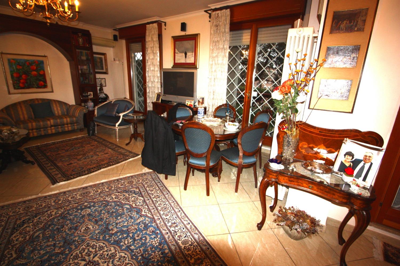 Appartamento in vendita a Roma, 4 locali, zona Zona: 22 . Eur - Torrino - Spinaceto, prezzo € 630.000 | CambioCasa.it