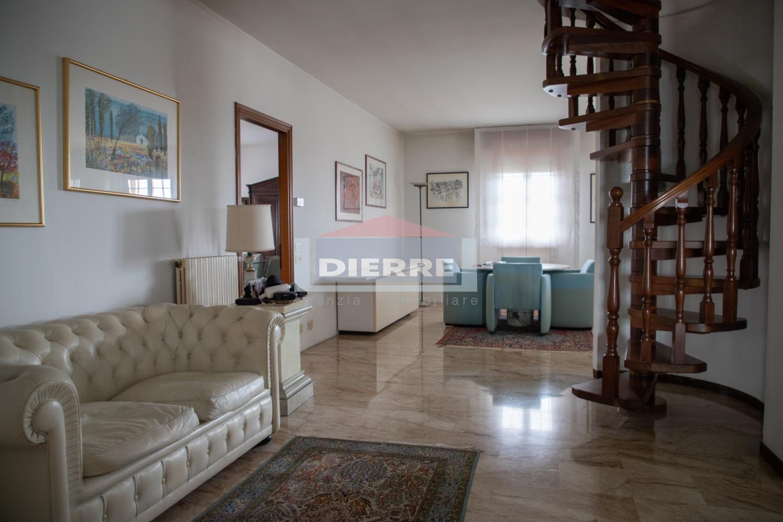 Attico / Mansarda in vendita a Carpi, 6 locali, Trattative riservate | PortaleAgenzieImmobiliari.it
